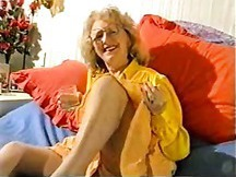 Sexy granny show us her old pussy